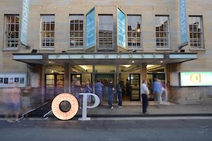 OxfordPlayhouse / CC BY-SA (https://creativecommons.org/licenses/by-sa/3.0); https://commons.wikimedia.org/wiki/File:Oxford_Playhouse.JPG